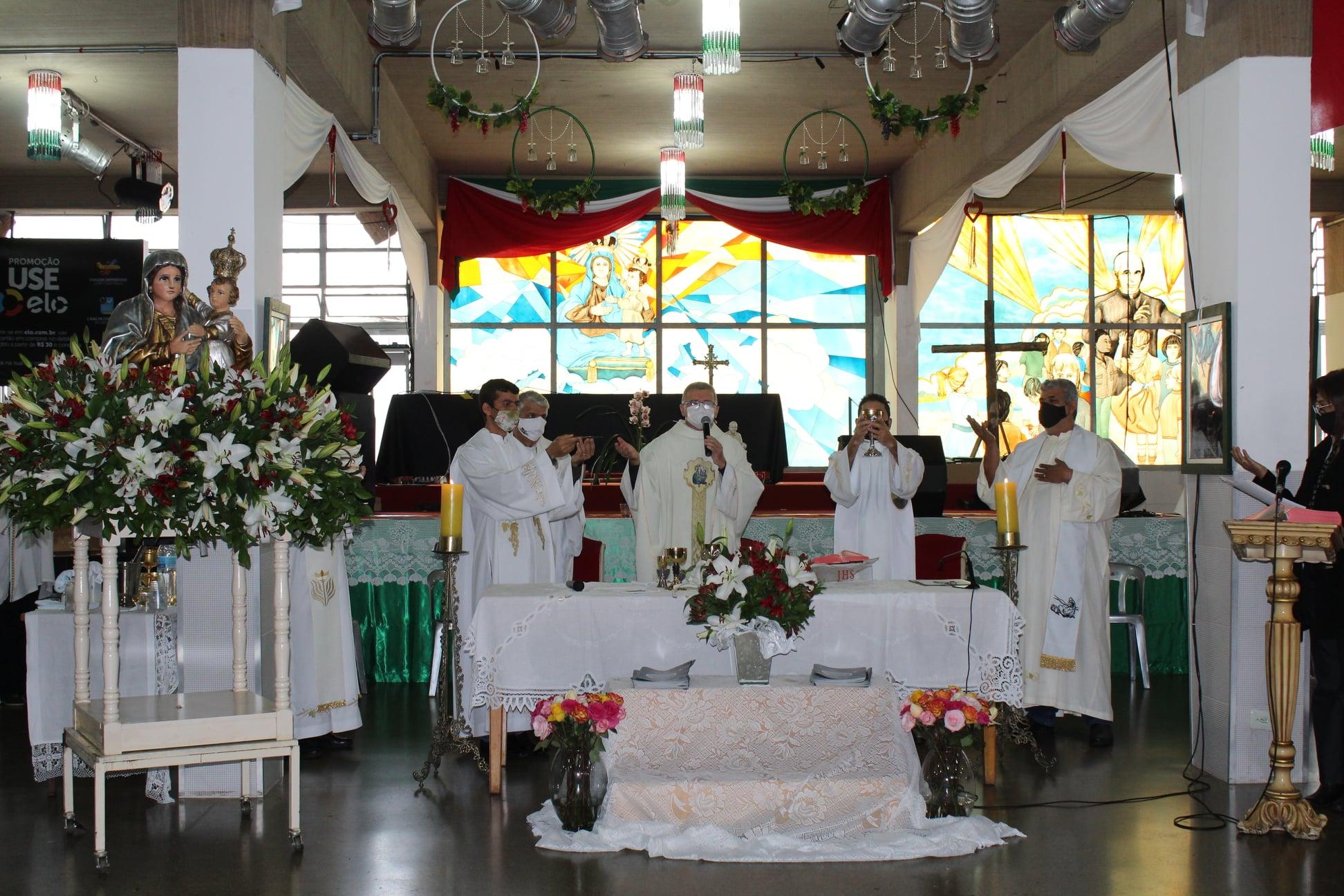 04-95-Festa-Missa-e-Coroacao-2